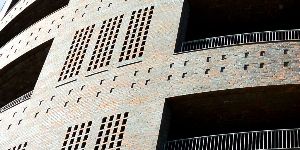 Forside Fem Gode Grunde - Bygg i Tegel